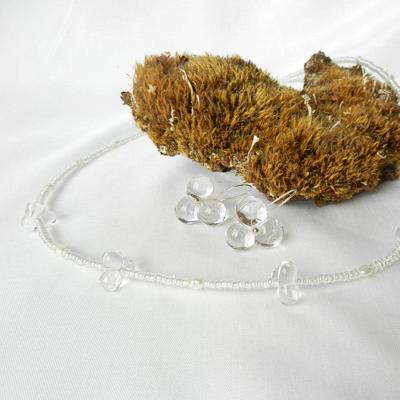 Glasschmuck, transparent, Einzelanfertigung, Halskette mit Glasperlen, weißen Perlen, Ohrringe in Silber, klar, Blütenform