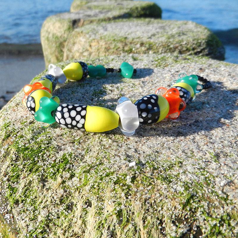 Glasperlen Armband, bunt, Muranoglas, handgefertigte Perlen in gelb, grün und schwarz, Unikat von schmuckes Glas