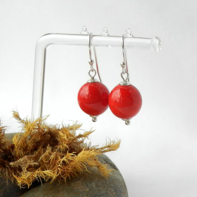 Rote Perlen Ohrringe, silber ohrringe mit roten Kugeln, rote glasperlen, handgemacht von schmuckes Glas