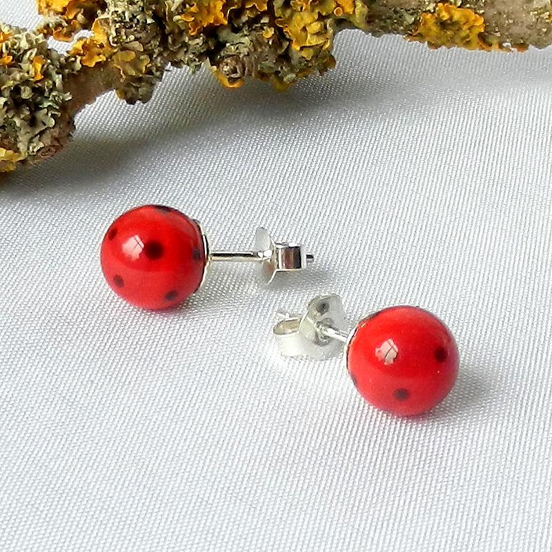rote Ohringe mit schwarzen Punkten. Glasperlen Ohrringe Rot, rot schwarz gepunktete Ohrstecker Silber, handgefertigte Glasperlen von schmuckes Glas