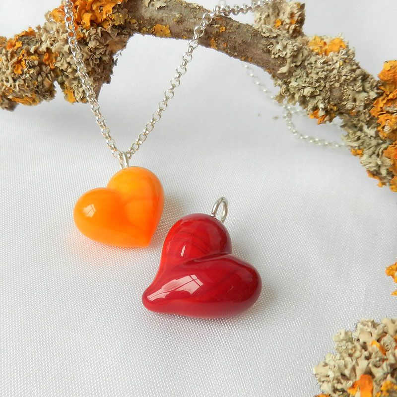 Set Herz,Anhänger rotes Herz, handgefertigter Schmuck aus Glas, rotes Herz von schmuckes Glas